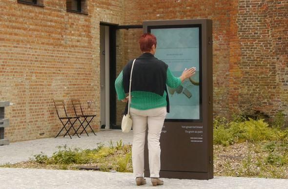 Outdoor totems en touchscreens bij Abdij Averbode